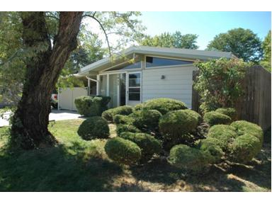 3bd/1ba, 800+ sq. ft., garage